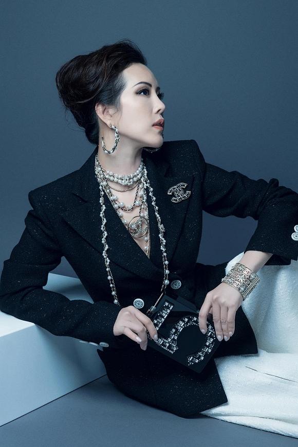 Hoa hậu Thu Hoài vẫn đầy trẻ trung, quyến rũ với hình tượng quý cô sang chảnh-7