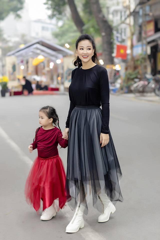 Vợ cũ của Quốc trong Về nhà đi con đẹp, sexy không kém Thu Quỳnh-14