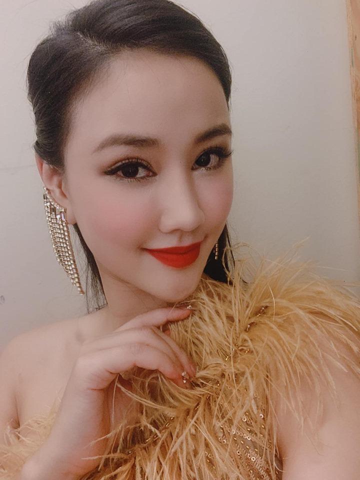 Vợ cũ của Quốc trong Về nhà đi con đẹp, sexy không kém Thu Quỳnh-12