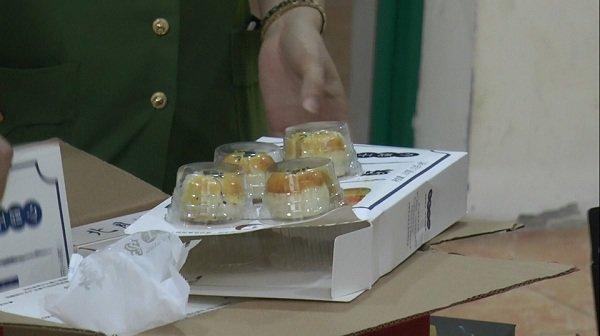 Hà Nội: Thu giữ hàng nghìn chiếc bánh trung thu trứng chảy đang gây sốt mạng xã hội-4