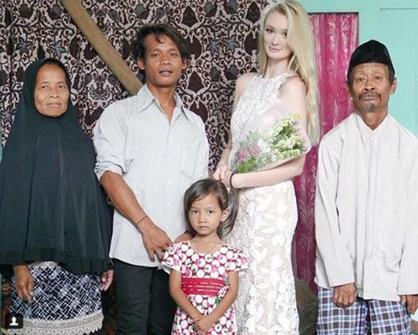 Cặp đôi chồng cú vợ tiên nổi như cồn ở Indonesia tiếp tục gây bão dư luận bởi một loạt khoảnh khắc ngọt ngào sau hơn nửa năm kết hôn-1
