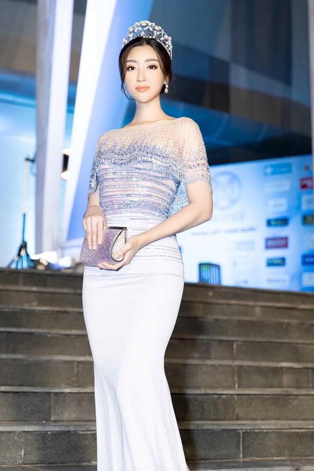 Hoa hậu Đỗ Mỹ Linh đang đi vào vết xe đổ của Phạm Hương?-3