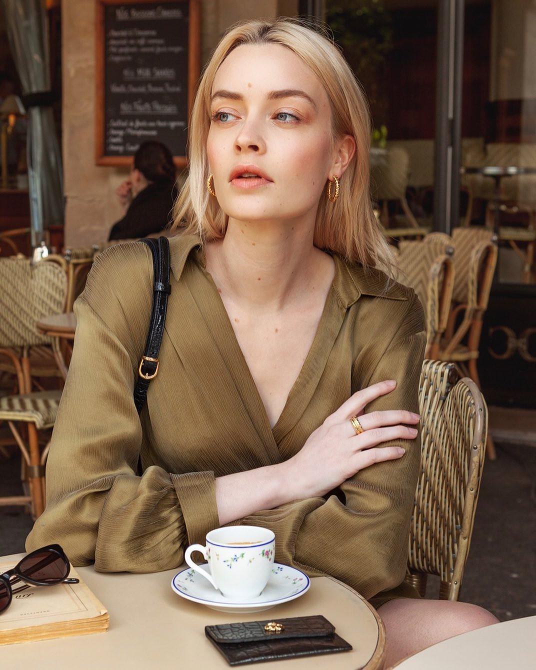 Một buổi sáng chăm da và makeup của phụ nữ Pháp: Mọi thứ đều tối giản nhưng cho hiệu quả tối đa-3