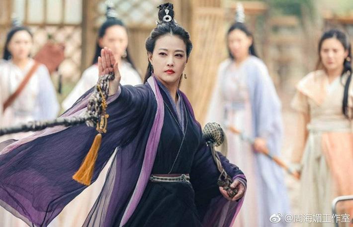 Kiểu tóc mới của H'Hen Niê: Sao lại giống Diệt Tuyệt sư thái thế này?-5