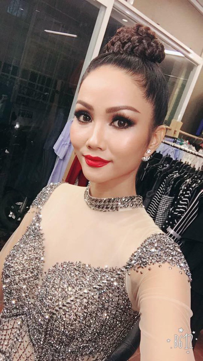 Kiểu tóc mới của H'Hen Niê: Sao lại giống Diệt Tuyệt sư thái thế này?-6