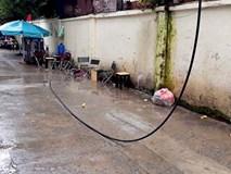 Dây điện rớt trúng người khiến khách uống cà phê bị giật tử vong