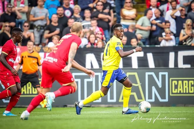 Công Phượng dự bị trong trận thua thứ 3 của Sint-Truidense-1
