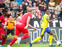 Công Phượng dự bị trong trận thua thứ 3 của Sint-Truidense
