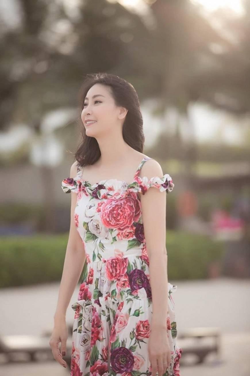 Nhan sắc chim sa cá lặn của Hoa hậu Hà Kiều Anh ở tuổi 43-10