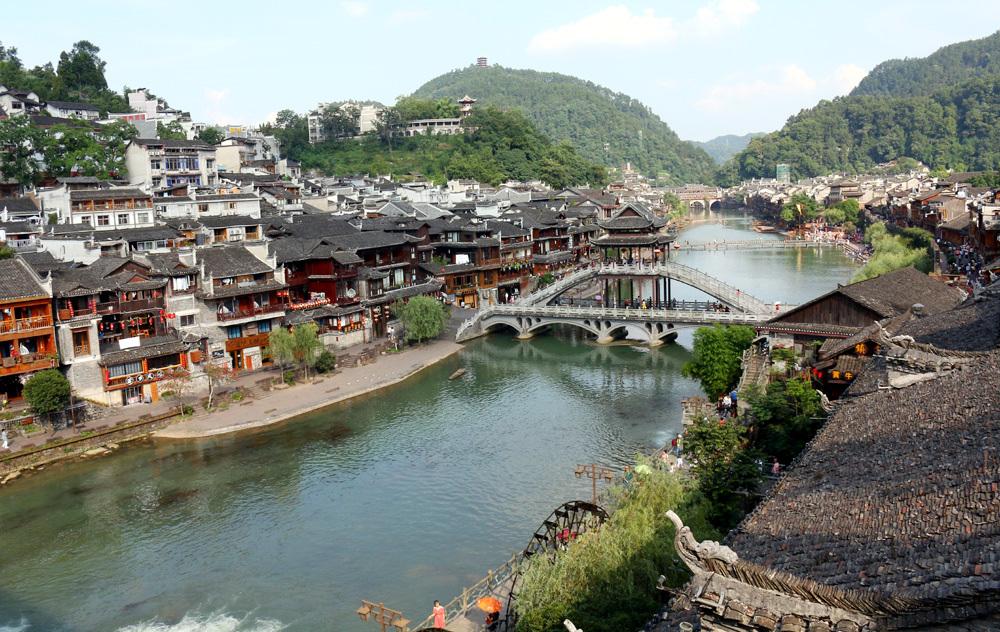 50 ngàn khách Việt, nhẵn túi khi đến Phượng Hoàng cổ trấn-1