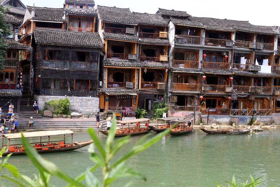 50 ngàn khách Việt, nhẵn túi khi đến Phượng Hoàng cổ trấn-2