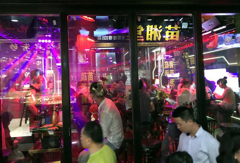 50 ngàn khách Việt, nhẵn túi khi đến Phượng Hoàng cổ trấn-4
