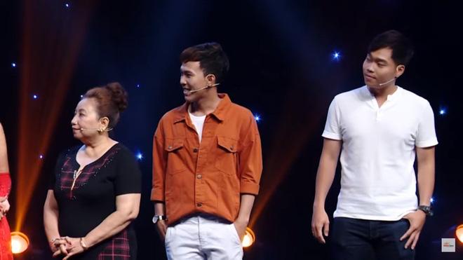 MC Nguyên Khang bị khán giả chỉ trích vì dẫn chương trình vô duyên, hỏi sỗ sàng người chơi-2