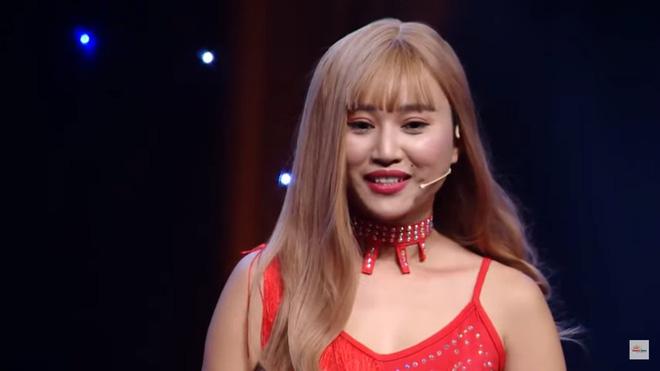 MC Nguyên Khang bị khán giả chỉ trích vì dẫn chương trình vô duyên, hỏi sỗ sàng người chơi-1