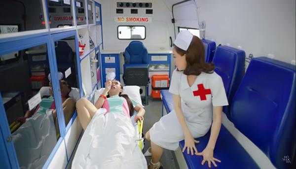 Thời trang khoe 'da thịt' gây sốc của Hồ Ngọc Hà trong MV mới-6