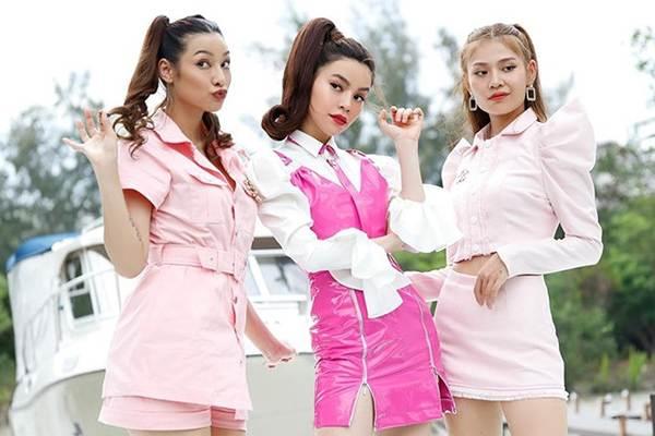 Thời trang khoe 'da thịt' gây sốc của Hồ Ngọc Hà trong MV mới-13