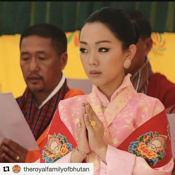 Danh tính Công chúa Bhutan với khí chất ngút ngàn: Xinh đẹp bậc nhất, học vấn đỉnh cao cùng người chồng hoàn hảo-5