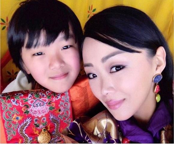 Danh tính Công chúa Bhutan với khí chất ngút ngàn: Xinh đẹp bậc nhất, học vấn đỉnh cao cùng người chồng hoàn hảo-7