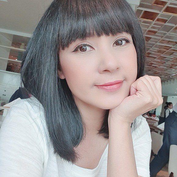 Tượng đài nhan sắc Việt Trinh vừa đổi kiểu tóc, CĐM ngẩn ngơ vì U50 mà ngỡ như búp bê-2
