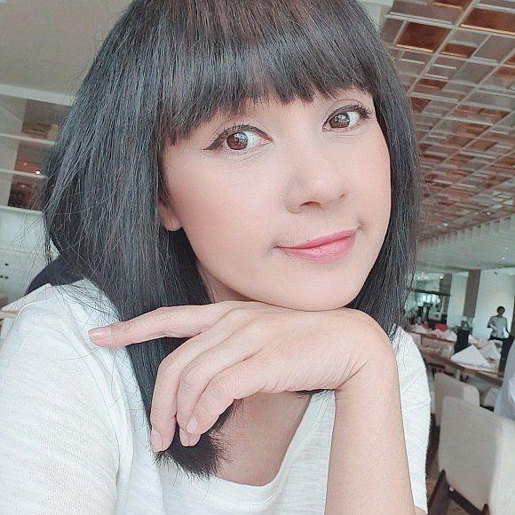 Tượng đài nhan sắc Việt Trinh vừa đổi kiểu tóc, CĐM ngẩn ngơ vì U50 mà ngỡ như búp bê-3