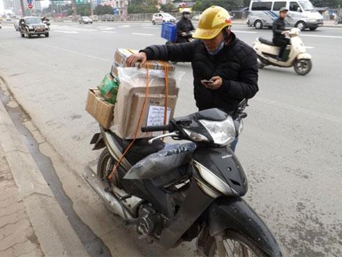 Nỗi khổ của anh shipper khi gọi điện, nhắn tin cho khách lại bị chồng của khách tưởng là nhân tình, gửi lời cảnh báo