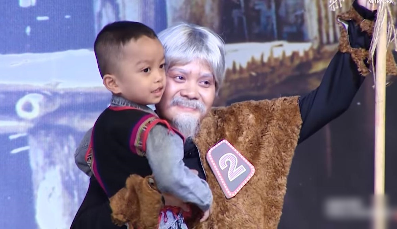 Trấn Thành, Việt Hương oà khóc trước cô gái nuôi 2 đứa trẻ suýt bị chôn sống-3