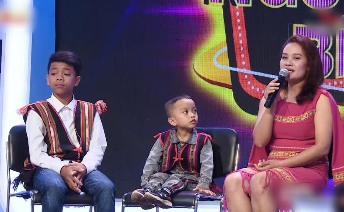 Trấn Thành, Việt Hương oà khóc trước cô gái nuôi 2 đứa trẻ suýt bị chôn sống-4