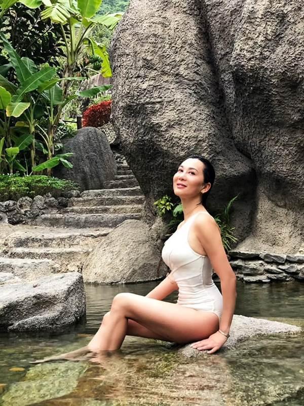 U60 vẫn sexy khó cưỡng, MC Nguyễn Cao Kỳ Duyên tiết lộ bất ngờ-7