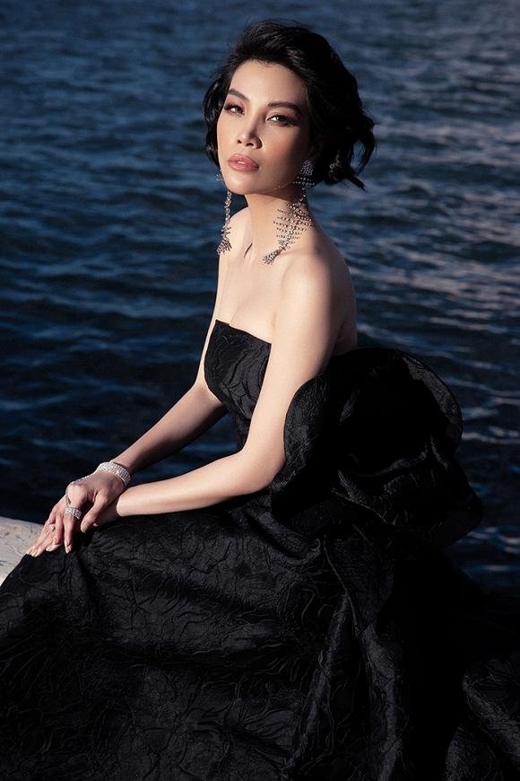 Siêu mẫu đình đám một thời Vũ Cẩm Nhung vẫn trẻ đẹp ở tuổi ngoài 40-13