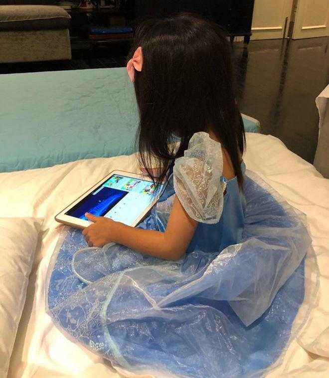 Không còn vô tình, Hà Tăng thoải mái đăng clip khoe gần hết gương mặt đáng yêu của công chúa nhỏ Chloe Nguyễn-3