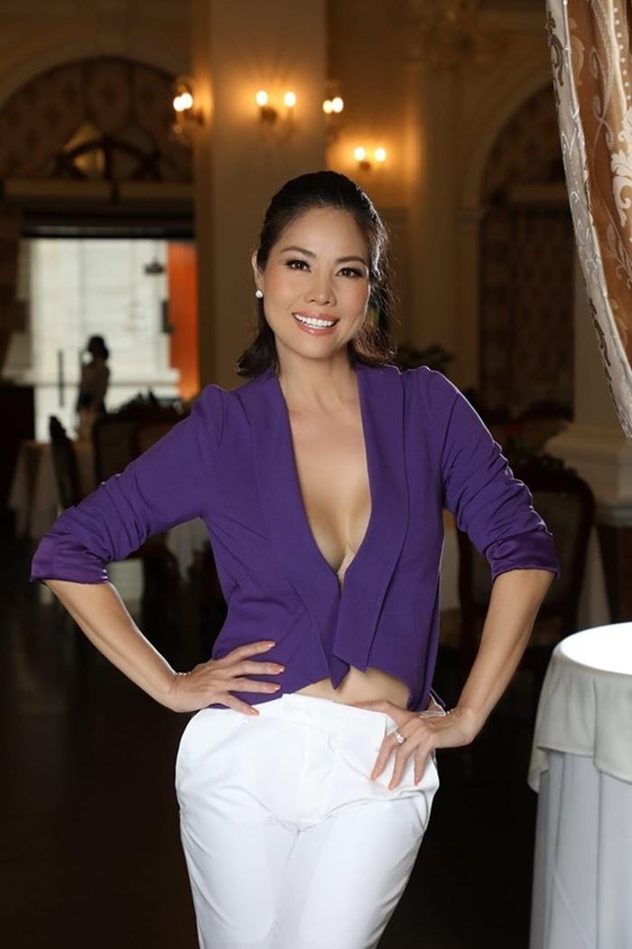 Nữ ca sĩ Việt 3 đời chồng khoe bikini nóng bỏng ở tuổi 46-3