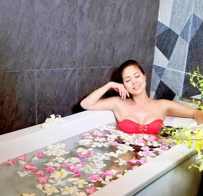 Nữ ca sĩ Việt 3 đời chồng khoe bikini nóng bỏng ở tuổi 46-5