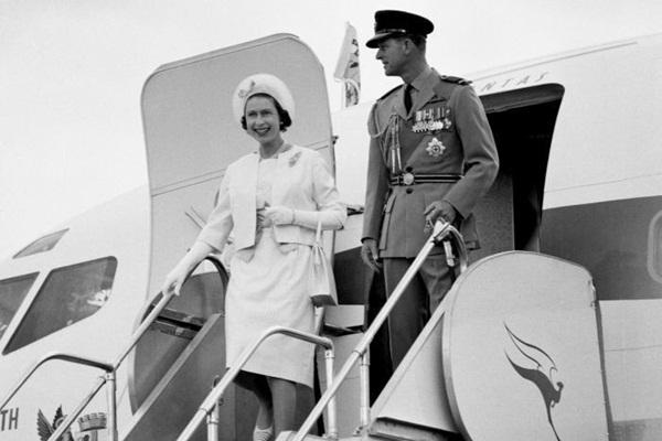 Hai vụ ám sát hụt bị giấu kín gần 40 năm: Chỉ trong 1 năm Nữ hoàng Anh 2 lần suýt mất mạng, danh tính những kẻ chủ mưu không ai ngờ-3