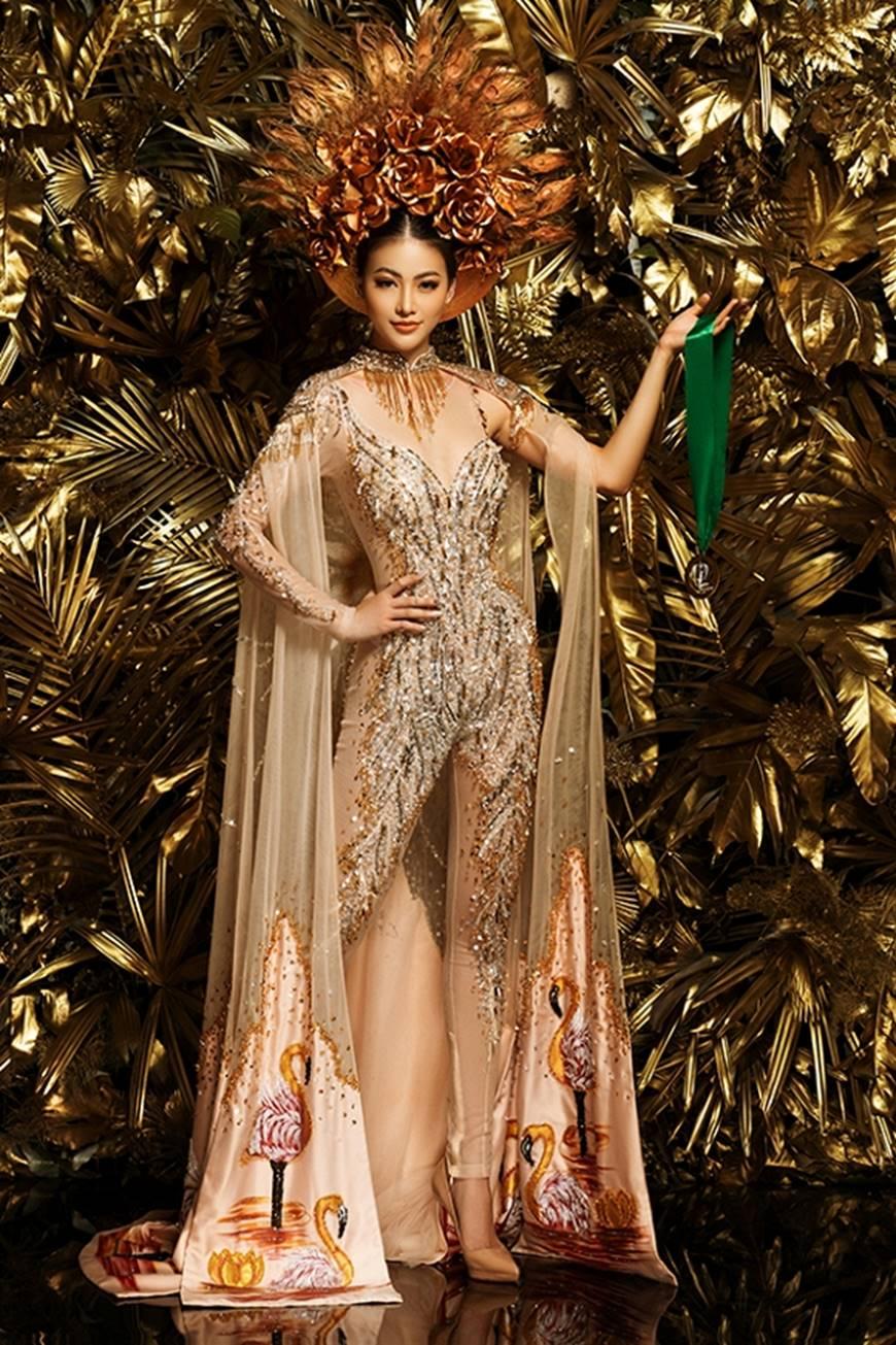 Cận cảnh bộ quốc phục huyền thoại giúp Hoa hậu Phương Khánh làm nên kỳ tích cho nhan sắc Việt-7