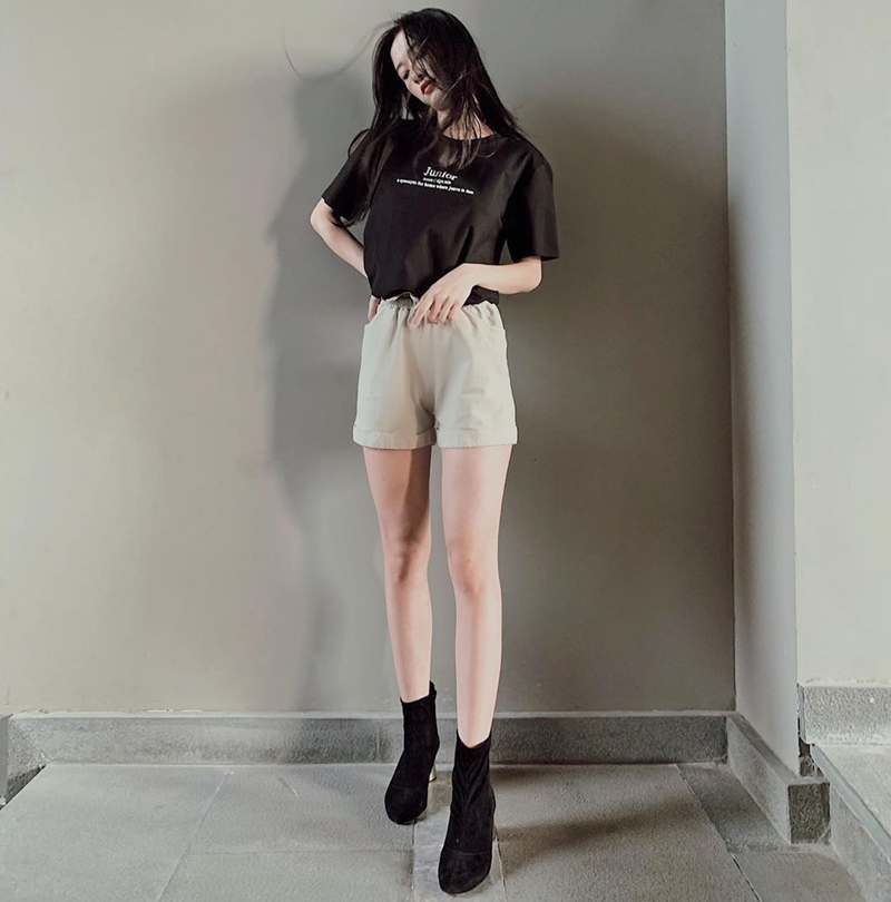 Linh Ka khoe street style như không mặc quần - Nhật Lê lăng-xê quần shorts 5 phân-6