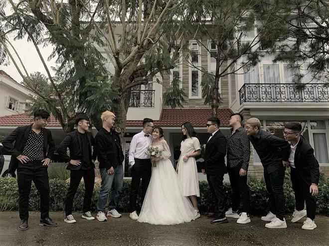 Con gái 20 tuổi của Minh Nhựa khoe ảnh mặc váy cô dâu, ông bố đại gia vào bình luận bất ngờ-2