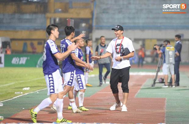 Đoàn Văn Hậu bảnh bao trở về sân Hàng Đẫy, xúc động cảm ơn hành động đẹp của các cầu thủ Hà Nội FC-1