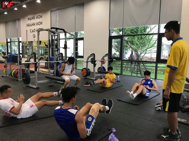 Đoàn Văn Hậu bảnh bao trở về sân Hàng Đẫy, xúc động cảm ơn hành động đẹp của các cầu thủ Hà Nội FC-2