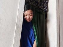 Nữ sinh ĐH Dược ngã quỵ bên quan tài bố, dang dở việc học vì mẹ ung thư