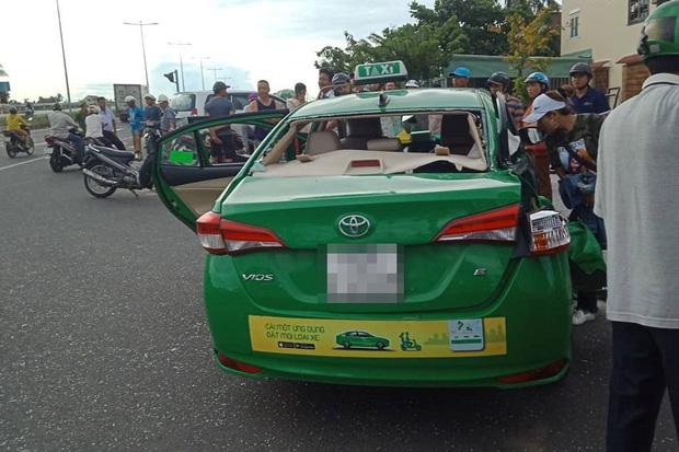 Taxi Mai Linh va chạm với xe tải khi chạy hướng bãi biển Cửa Đại về Hội An, 1 hành khách tử vong-1