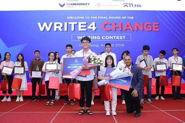 Nữ sinh 17 tuổi giành giải nhất cuộc thi viết luận bằng tiếng Anh Write4Change-4