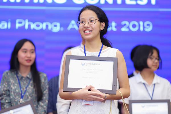 Nữ sinh 17 tuổi giành giải nhất cuộc thi viết luận bằng tiếng Anh Write4Change-1