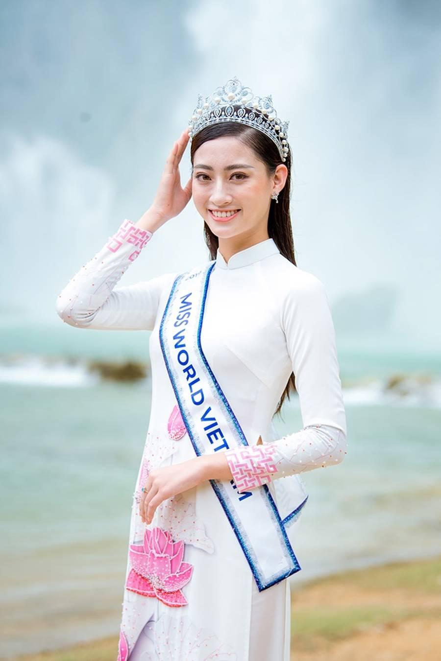 Hoa hậu Lương Thuỳ Linh thả dáng giữa chốn bồng lai tiên cảnh của Cao Bằng-12