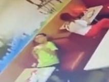 Sử dụng smartphone trong lúc sạc pin, bé trai bị điện giật tử vong