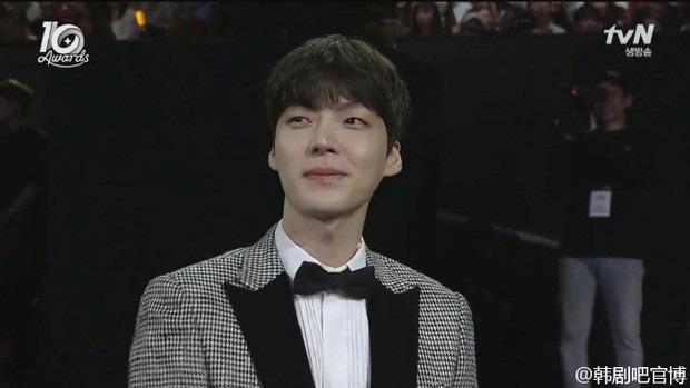 Hành trình từ gã si tình đến thánh cosplay cuồng vợ Ahn Jae Hyun: Ánh mắt mật ngọt hóa chê bai thô tục tựa khi nào!-9
