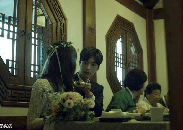 Hành trình từ gã si tình đến thánh cosplay cuồng vợ Ahn Jae Hyun: Ánh mắt mật ngọt hóa chê bai thô tục tựa khi nào!-12