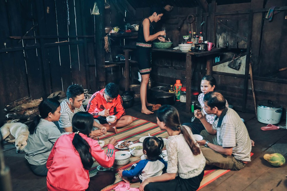 Hoa hậu HHen Niê thẳng thừng đáp trả khi bị nói gia đình không hề khó khăn, khổ sở như công chúng vẫn biết-2