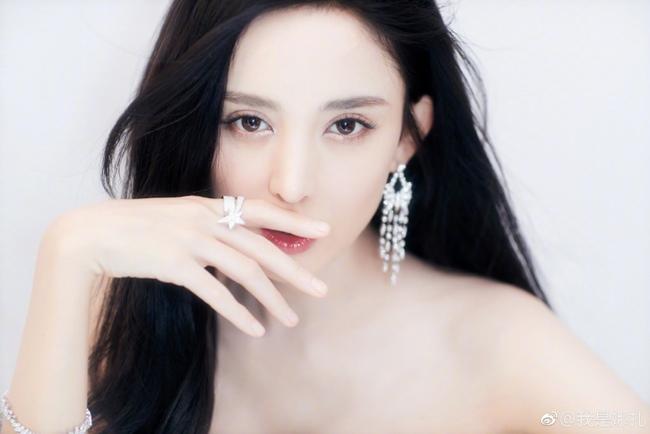 Những cô gái được dân Trung Quốc ca ngợi liếc một cái là nghiêng thành-1