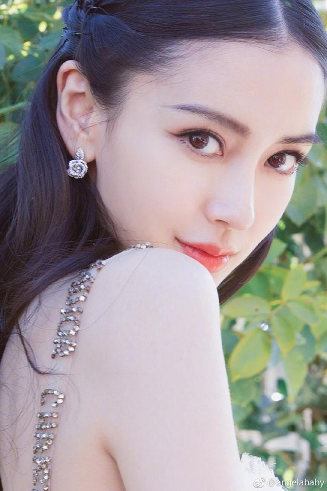 Những cô gái được dân Trung Quốc ca ngợi liếc một cái là nghiêng thành-5