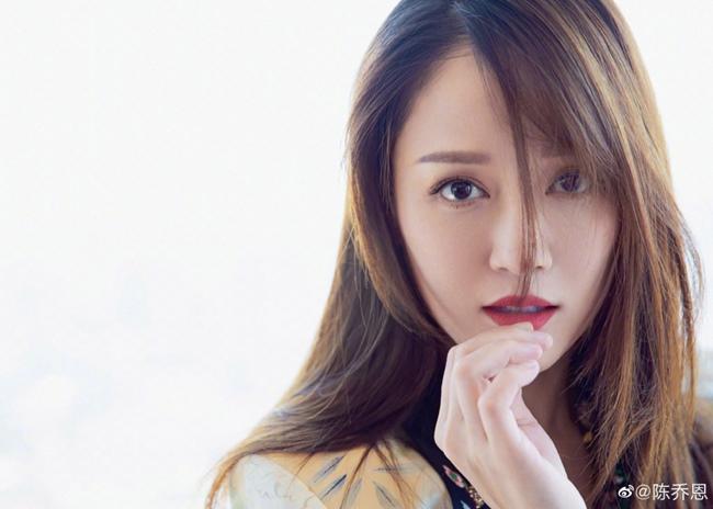 Những cô gái được dân Trung Quốc ca ngợi liếc một cái là nghiêng thành-12